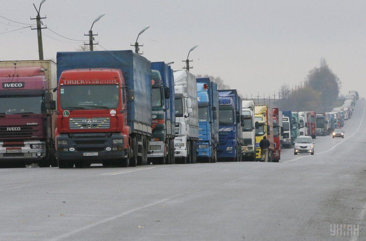 Президент обратил внимание на очереди фур на границе со Словакией / фото УНИАН