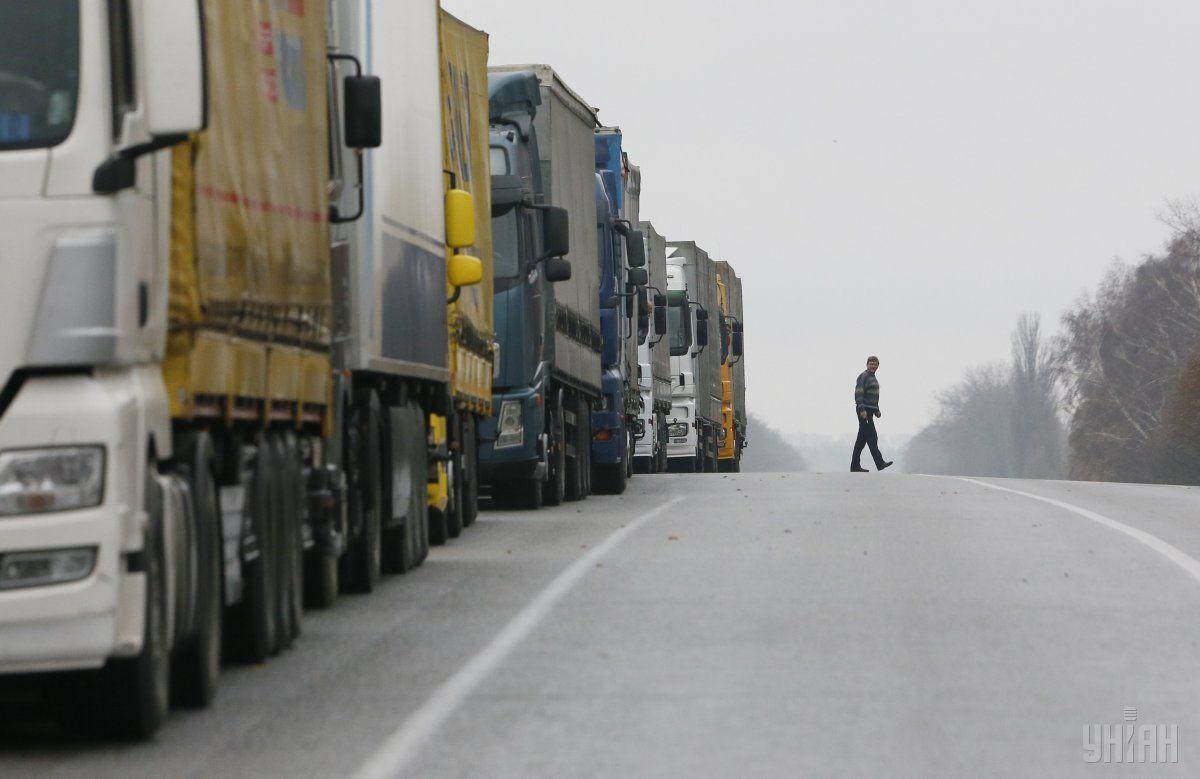 За сутки дальнобойщиков оштрафовали почти на полмиллиона гривень / фото УНИАН