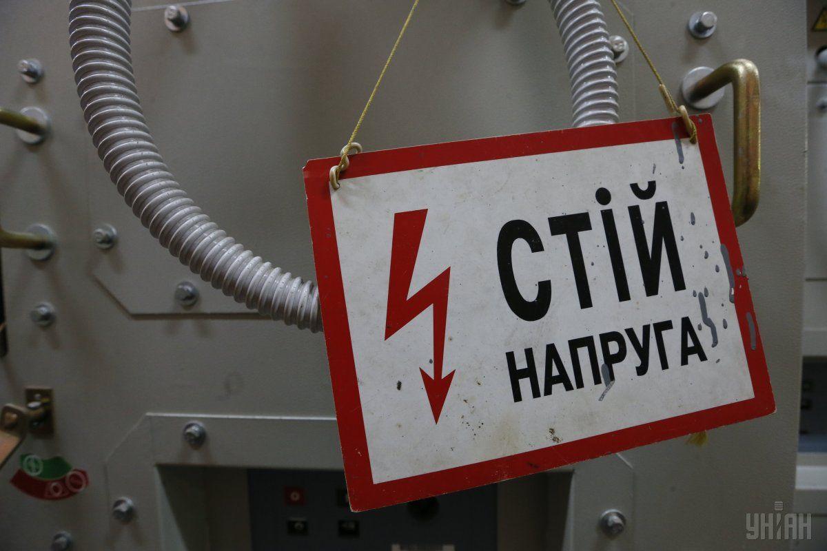 В Киеве мужчина забрался на ЛЭП, его спасли / Фото УНИАН