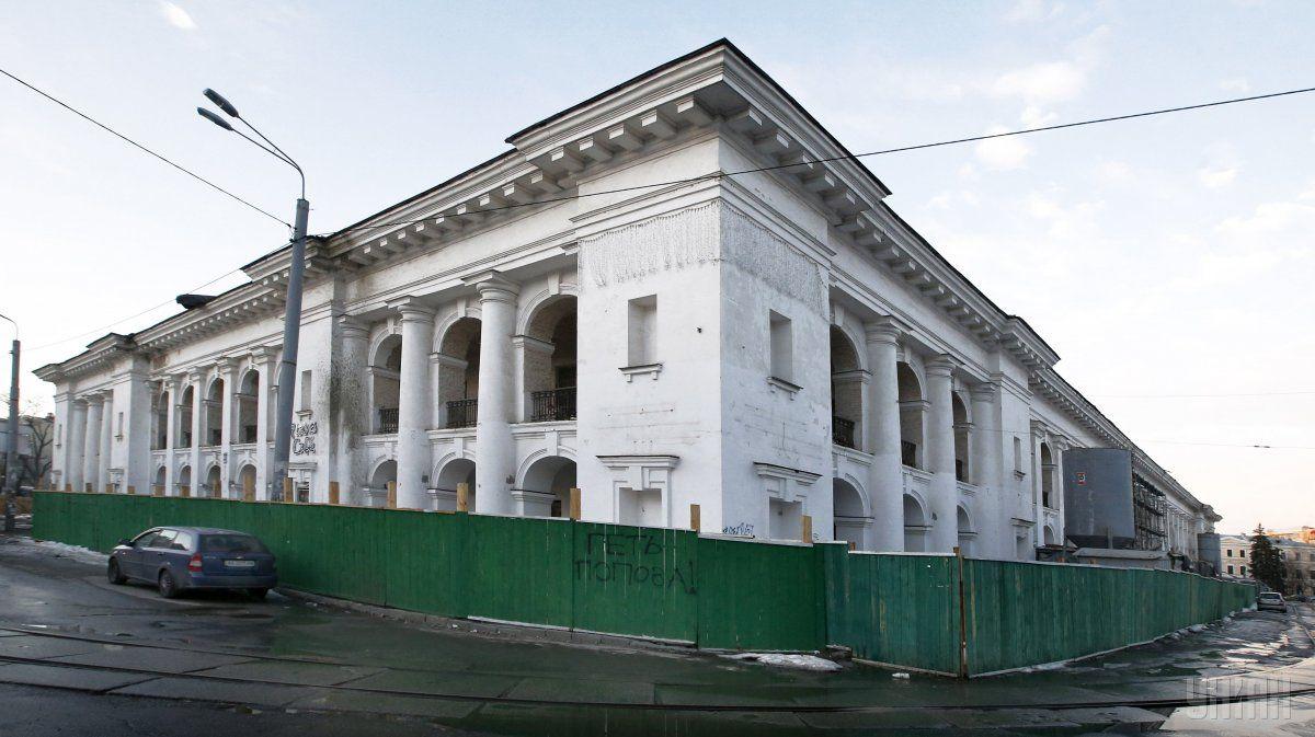 Київрада зобов'язується не відчужувати в приватну власність будівлі Гостинного двору / фото УНІАН