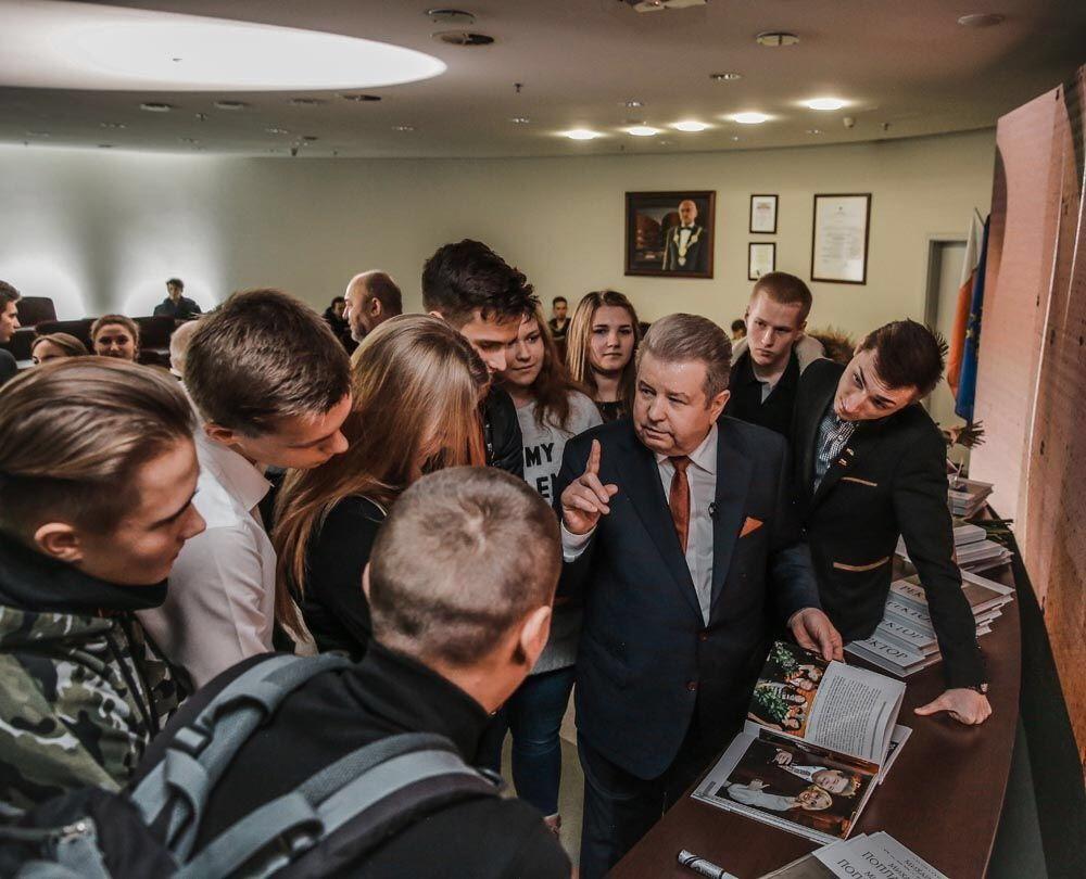 Мотивационная книга предназначена для широкого круга читателей / фото centrumprasowe.pap.pl