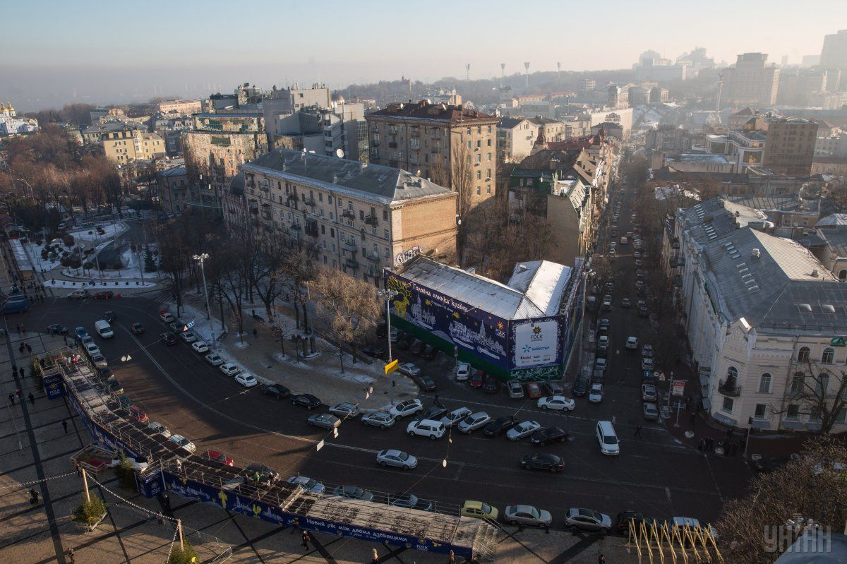 Будет действовать ограничение движения всех видов транспортных средств вдоль Владимирского проезда / фото УНИАН