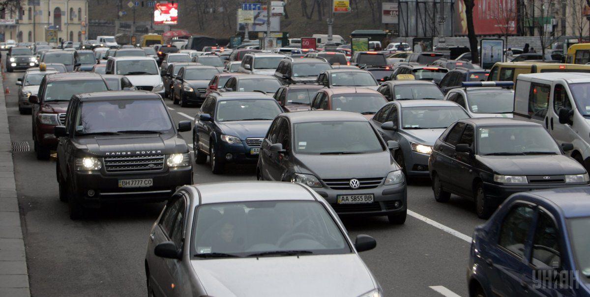 На дорогах сложная ситуация из-за погодных условий / фото УНИАН