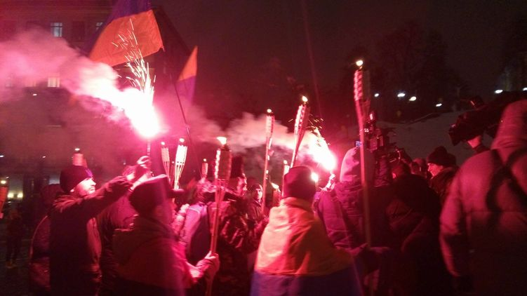 Protesters were using firecrackers and threw smoke bombs / Photo from Strana.ua
