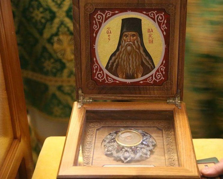 Десятки тысяч православных христиан поклонились мощам преподобного Паисия Величковского / afonit.info