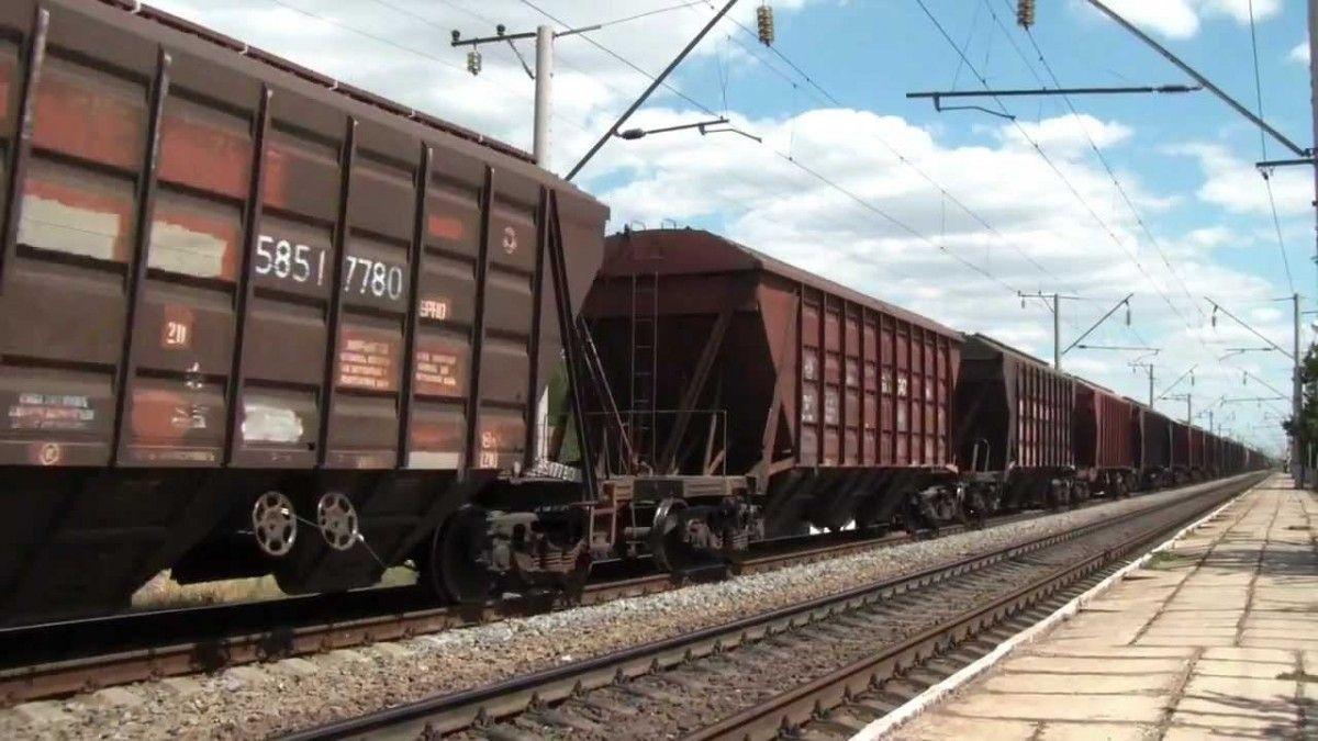 Товарний потяг зійшов з рейок / фото InfoResist