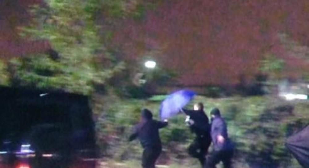 Ваеропорту «Київ» тітушки побили журналістів, які знімали сюжет про Медведчука