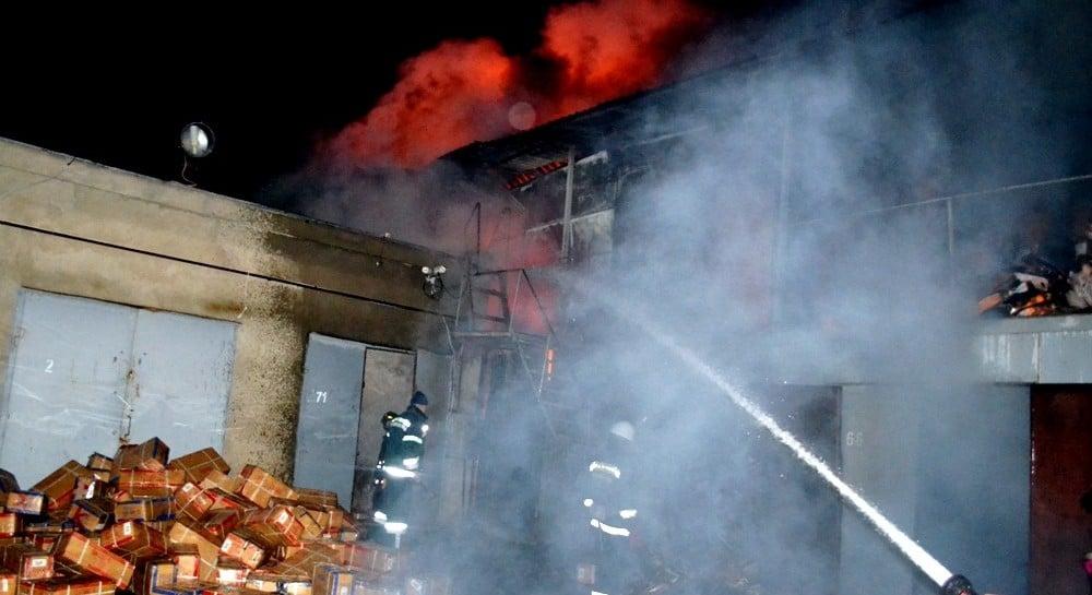 В Овідіопольському районі Одеської області на промтоварному ринку «7-й  кілометр» згорів двоповерховий склад. Як повідомили УНІАН у Головному  управлінні ДСНС ... 1d50d3bd9a816