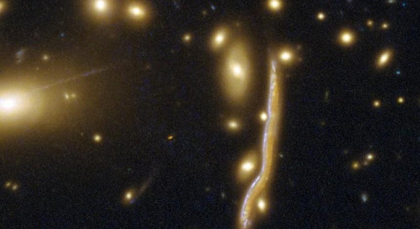 """Учені показали космічну """"змію"""" (фото)"""