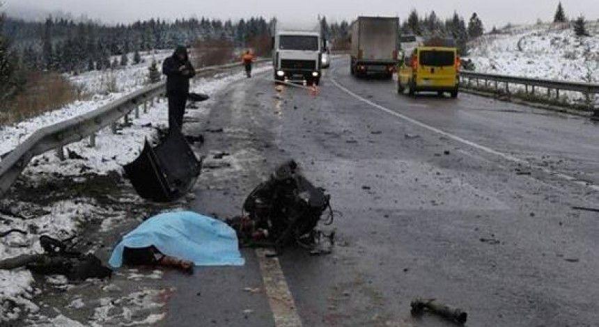 Унаслідок ДТП з туристичним автобусом на Львівщині загинуло двоє людей (фото)