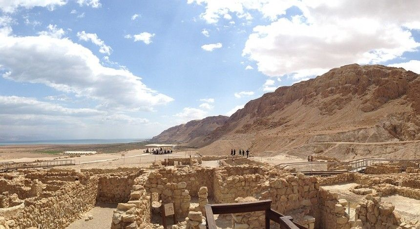 """Археологи виявили поховання, які підтверджують зв'язок """"Сувоїв Мертвого моря"""" з громадою єсеїв"""