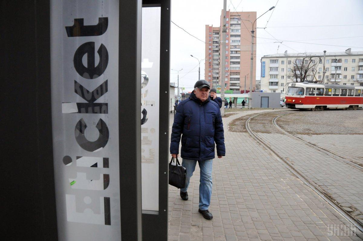 Купить одноразовые талоны с QR-кодом уже можно на остановках Борщаговской линии скоростного трамвая / УНИАН
