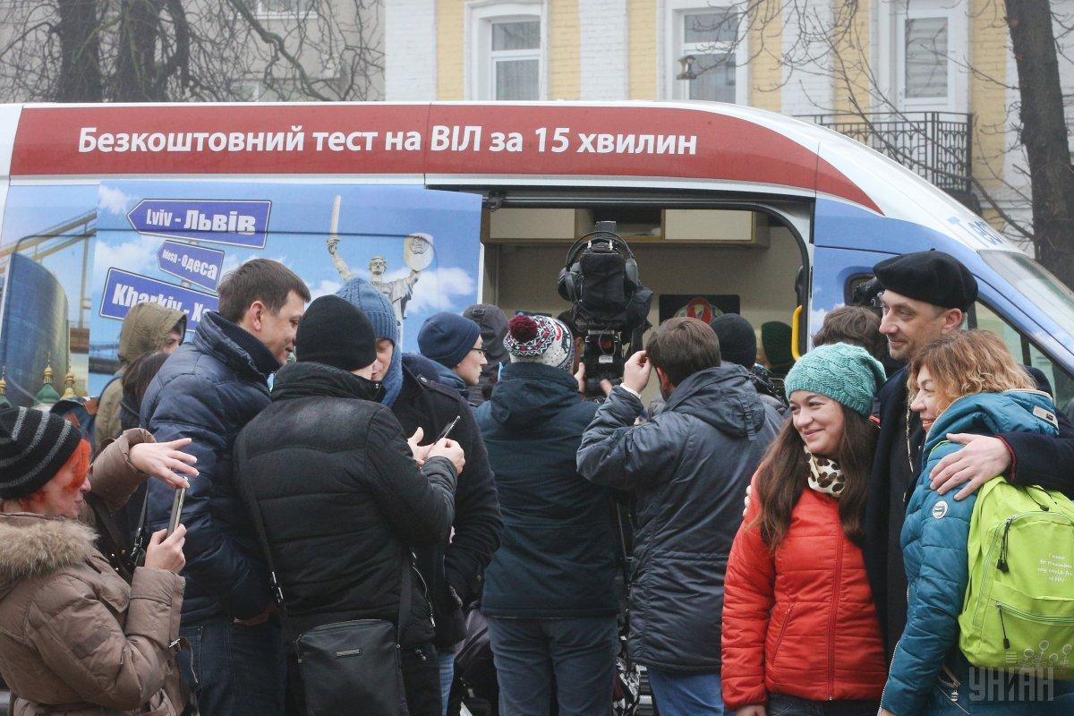 В Украине больных ВИЧ медленно выявляют и привлекают к лечению / Фото УНИАН