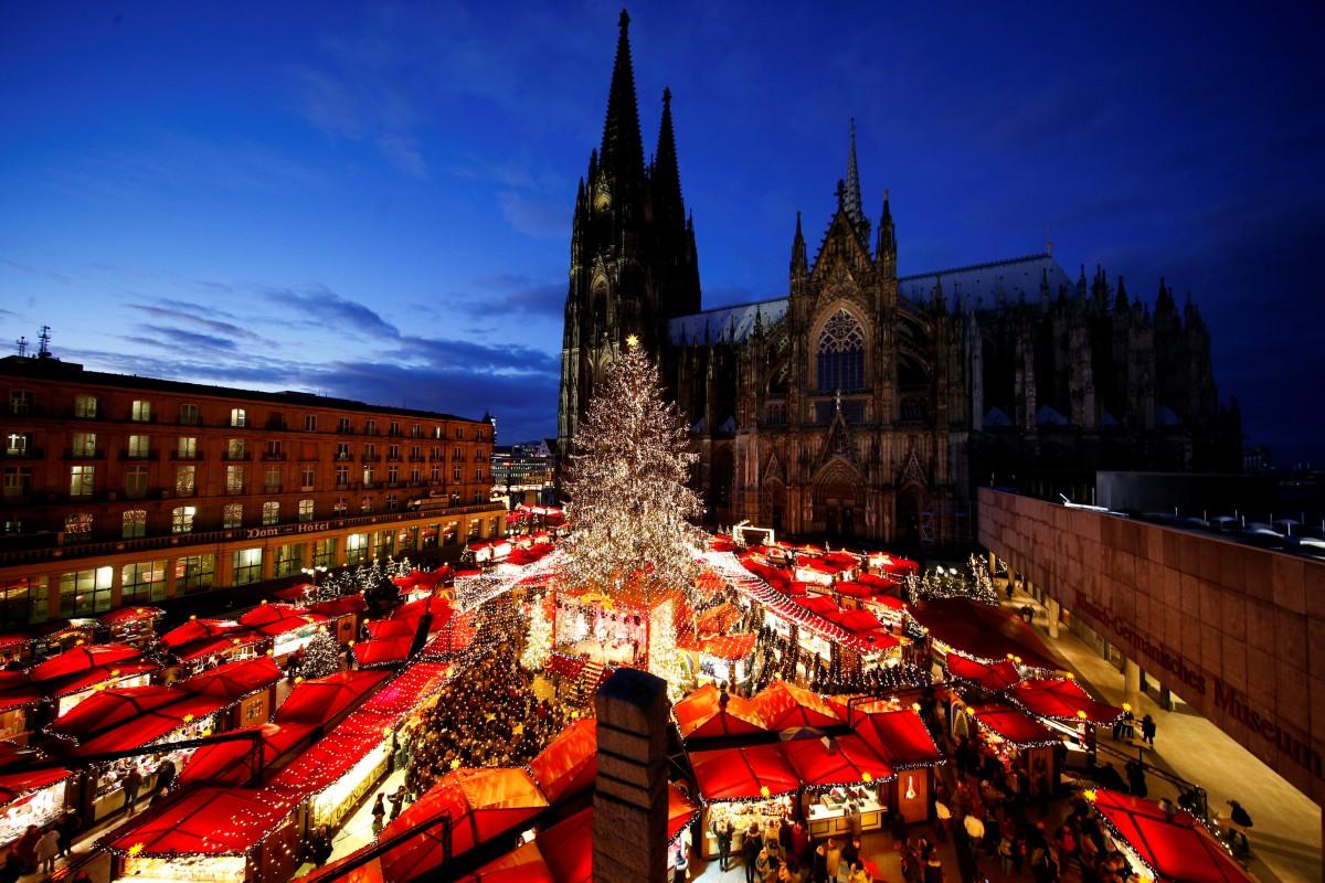 Рождество в Европе - это всегда красиво и атмосферно, и немецкий Кельн яркий тому пример/ Фото REUTERS