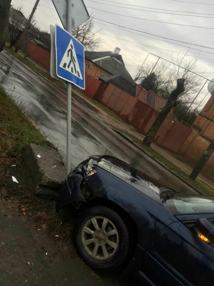 У Харкові зіткнулися автомобілі Subaru Forester та ВАЗ 2103 / фото прес-служба патрульної поліції Харкова