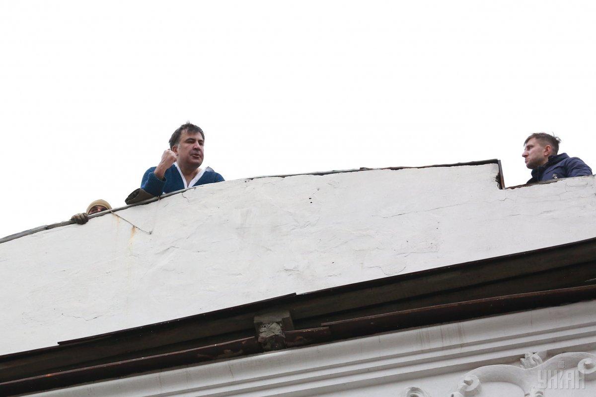 Саакашвили на крыше угрожал прыгнуть / фото УНИАН
