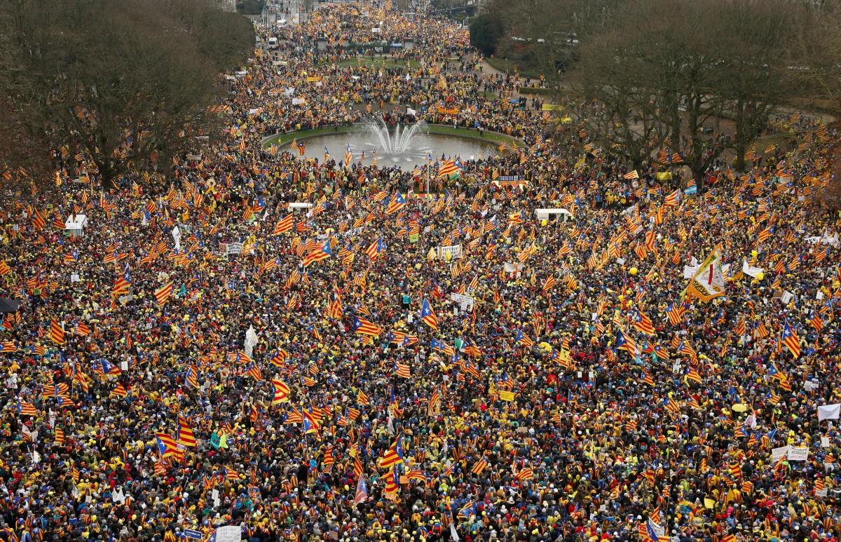 Митинг в центре Брюсселя в поддержку независимости Каталонии / REUTERS