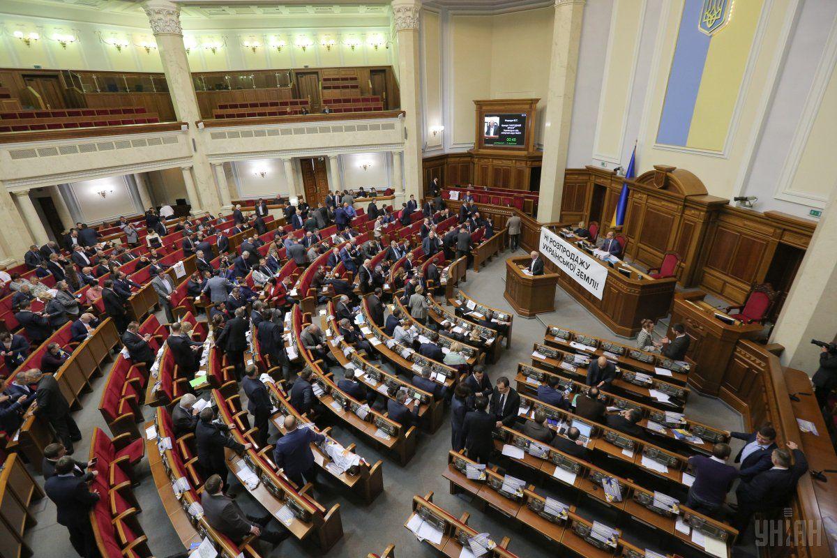 Избранникам ВРУ собираются поднять заработной платы до30 тыс. грн