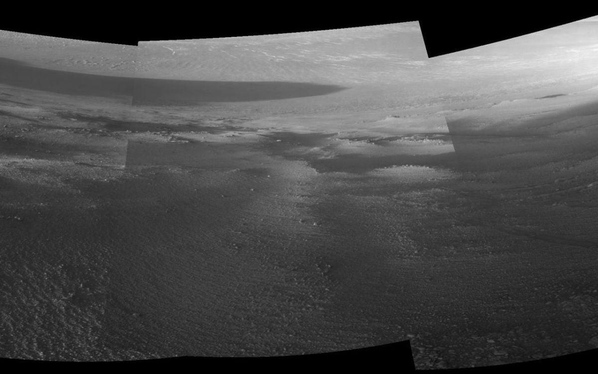 Марсоход пережил самые темные и холодные месяцы