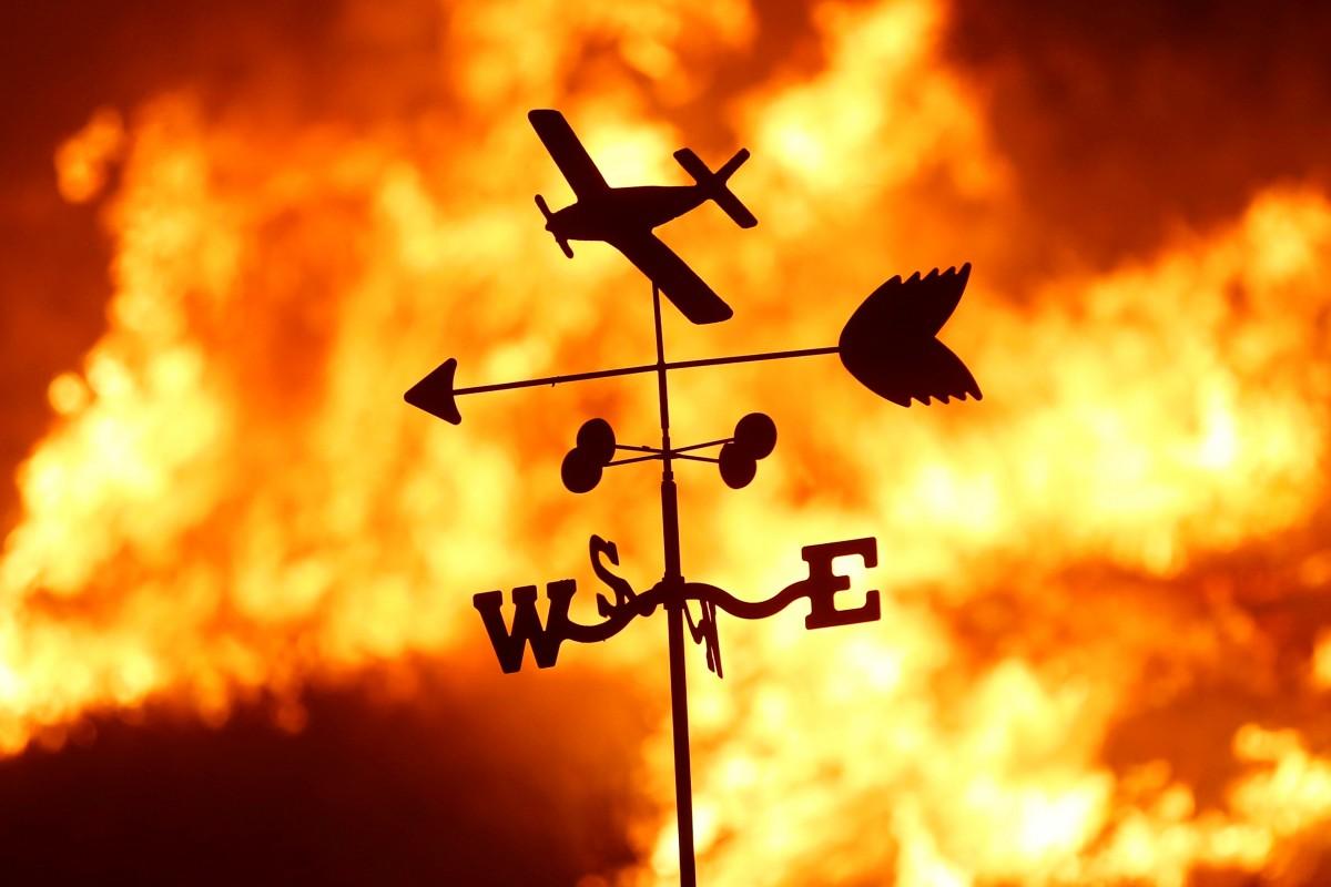 Калифорнию охватили масштабные лесные пожары, 5 декабря / REUTERS