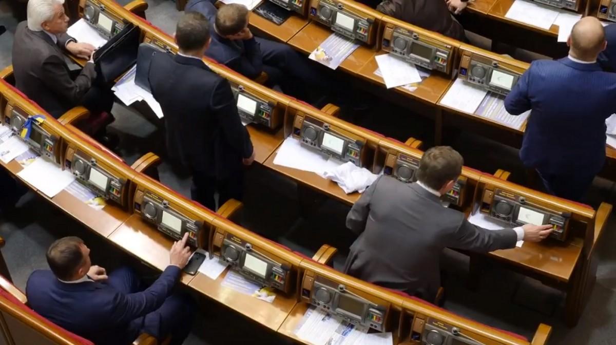 Кнопкодавство у ВР від 16 січня стало кримінальним злочином / фото: twitter.com/chesno_movement