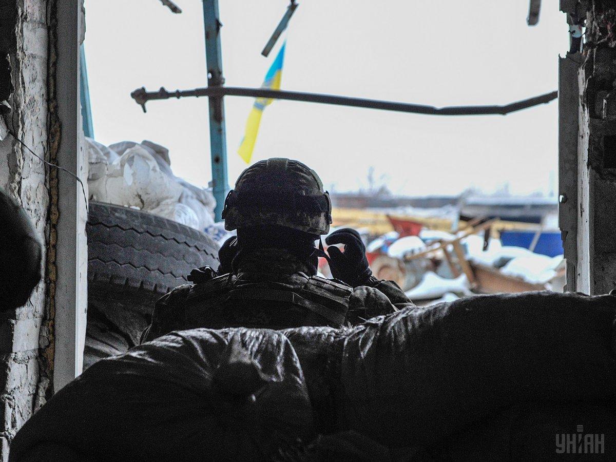 В результате вражеского обстрела один украинский военнослужащий получил ранения / фото УНИАН