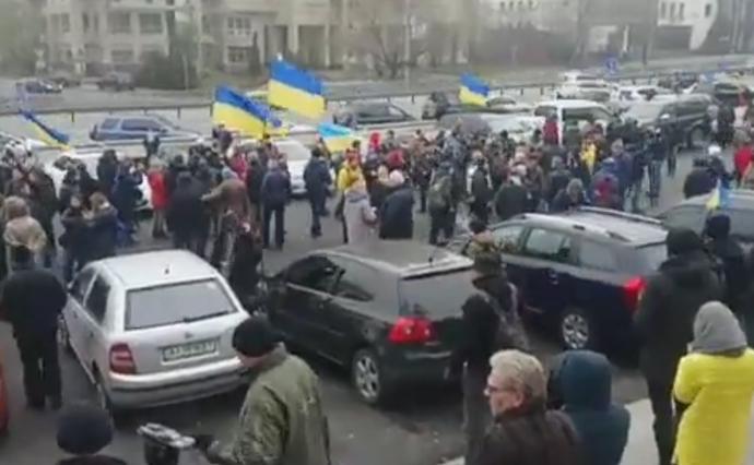 Кдому Луценко отправилась колонна из200 авто