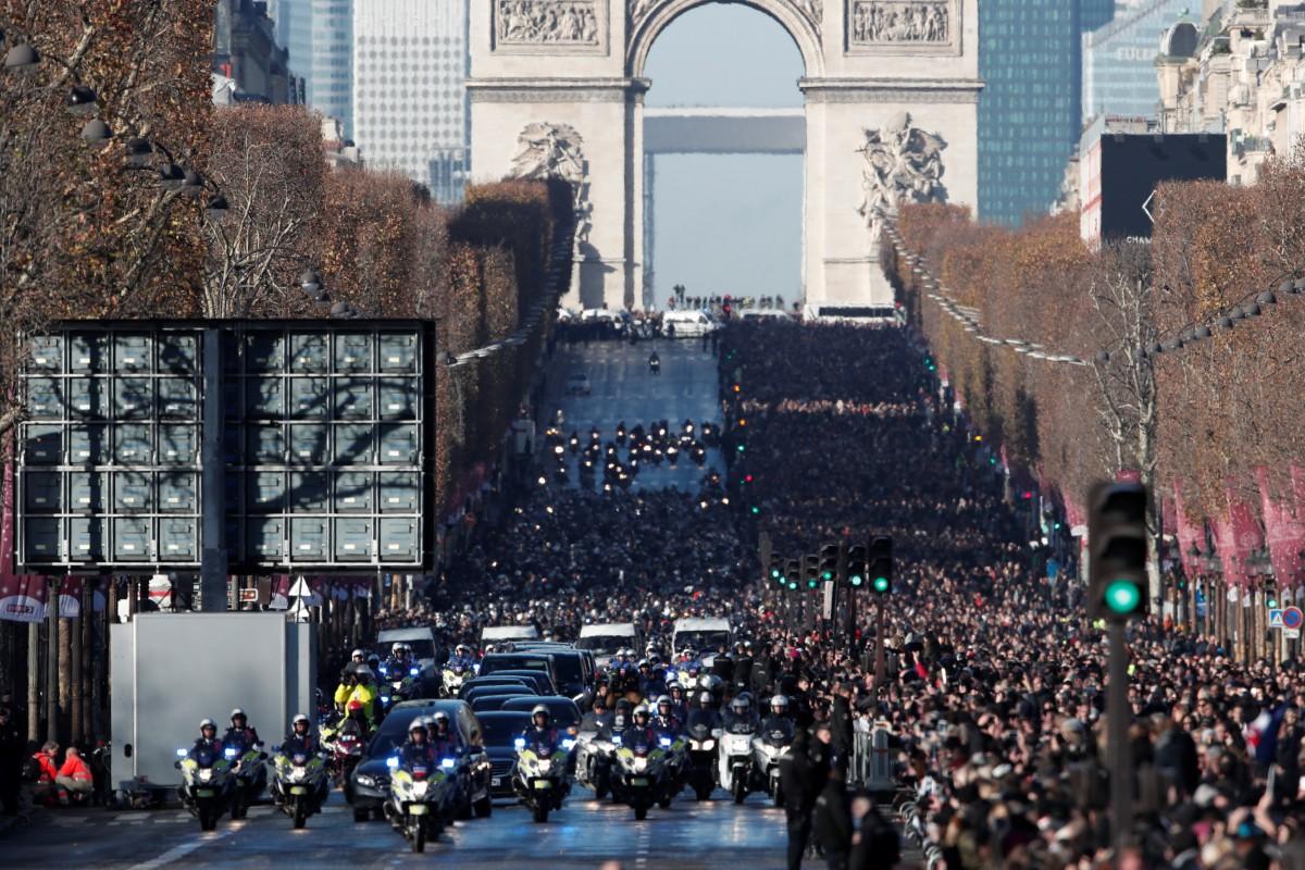 Сотни тыс. людей попрощались сДжонни Холлидеем на дорогах Парижа