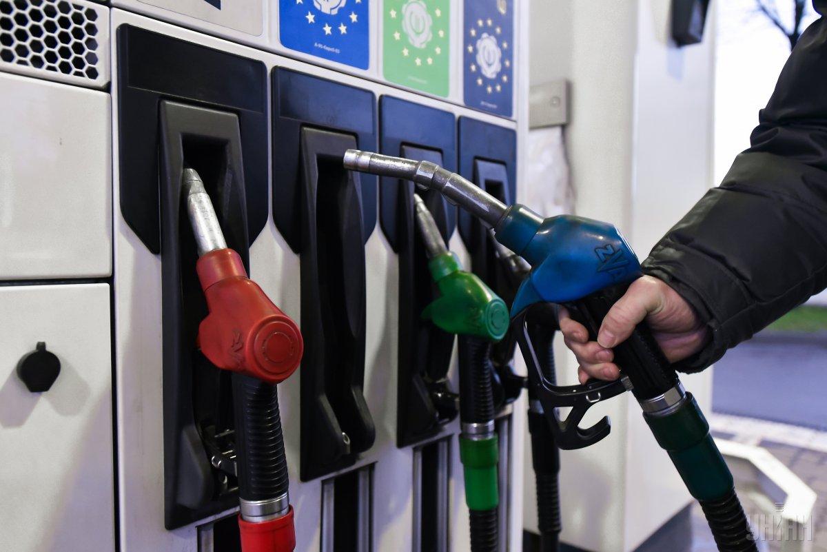 Реалізація бензину через АЗС в Україні скоротилася майже на 13% / фото УНІАН