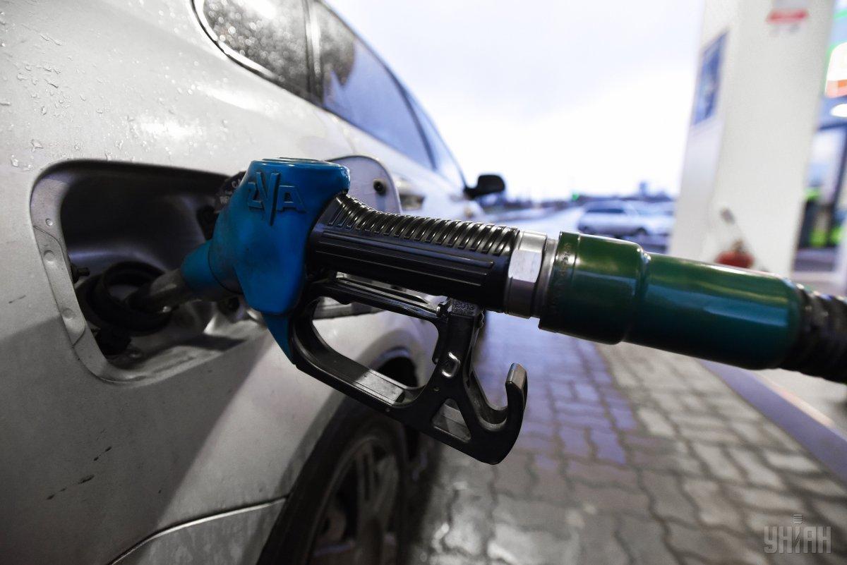 Ціни впали після того, як Кабмін ввів держрегулювання роздрібних цін на бензин та дизельне паливо / фото УНІАН Володимир Гонтар