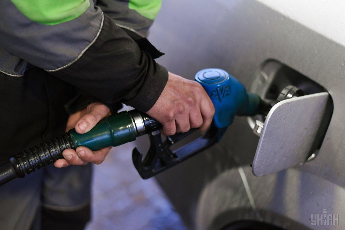 На АЗС изменился ценник на бензин / фото УНИАН Владимир Гонтар