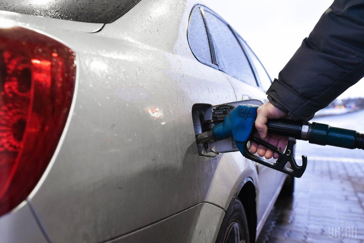 Реализация бензина через АЗС в Украине в ноябре сократилась на 12% / фото УНИАН