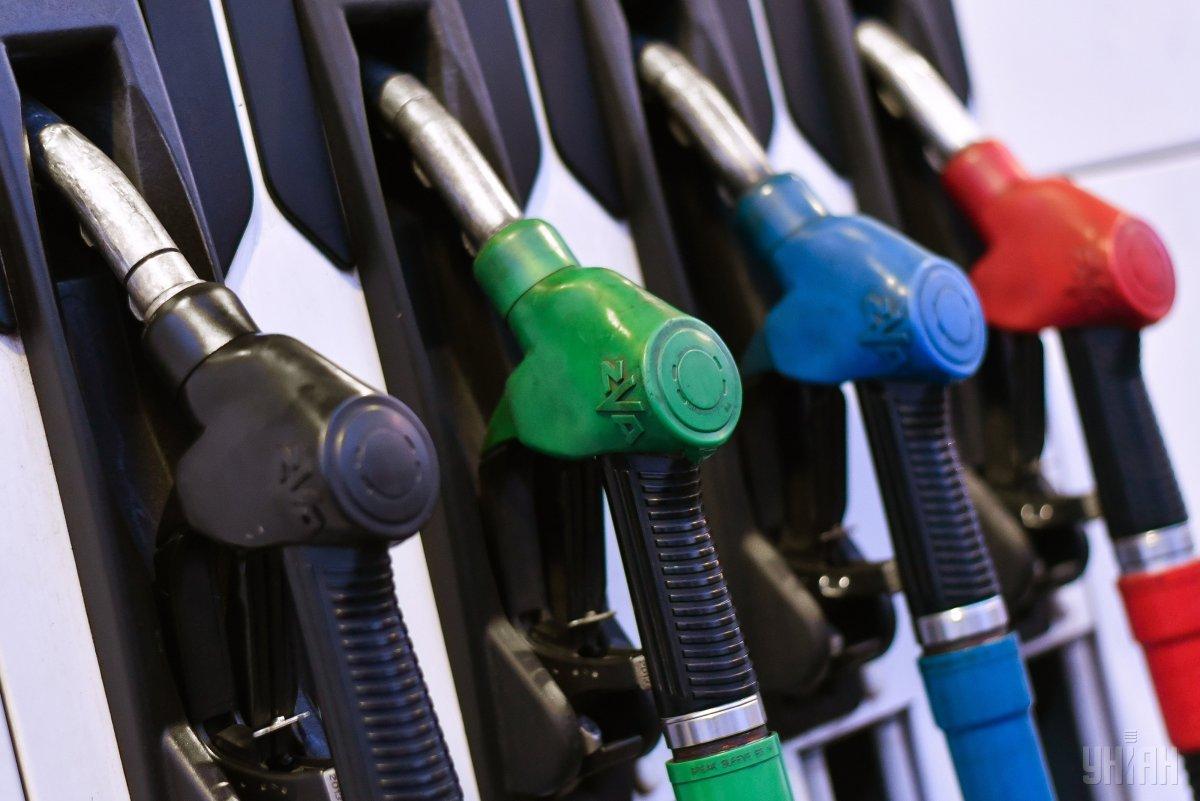 Цены на бензин продолжают снижаться / фото УНИАН