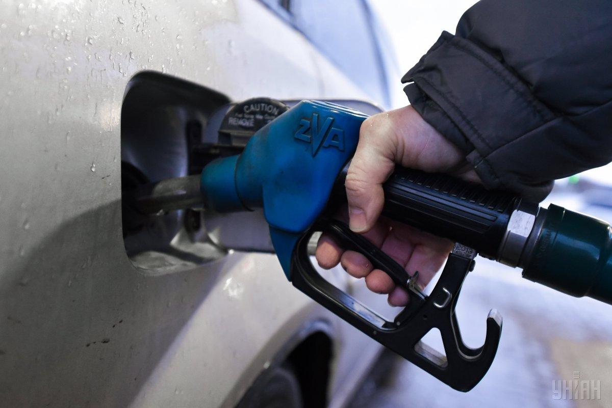 За выходные на украинских АЗС подорожали бензин и дизтопливо / фото УНИАН