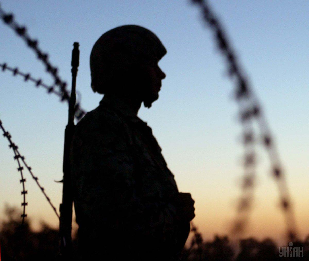 В зоне АТО из-за неосторожного обращения с оружием военнослужащий застрелил сослуживца / фото УНИАН