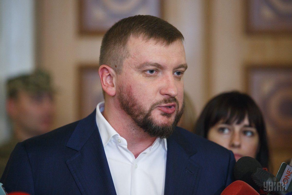 Петренко отметил, что пока не понятно, в какой форме будут эти иски / фото УНИАН