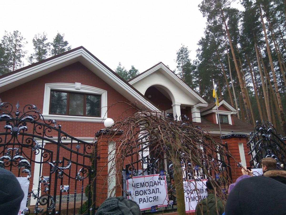 Активисты «Движения новых сил» объявили о бессрочном пикетировании здания Луценко / фото facebook.com/antac.ua