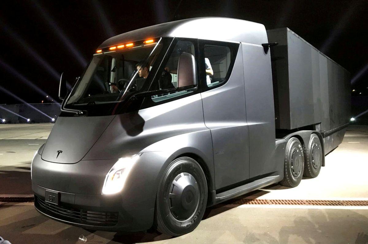 Грузовик Tesla Semi / REUTERS