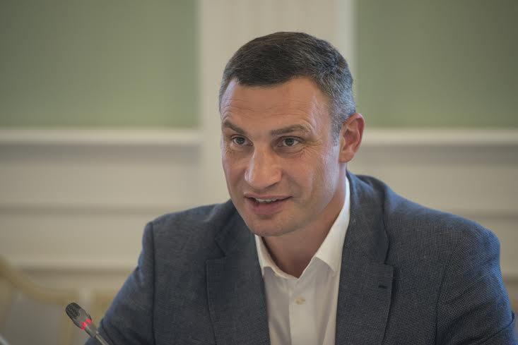 Мер зауважив, що знання мови столичними чиновниками на належному рівні дозволить збільшити комунікацію з закордонними партнерами  / фото kiev.klichko.org