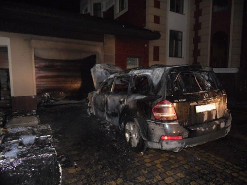 Mercedes GL 500 сгорел полностью / Фото rv.npu.gov.ua