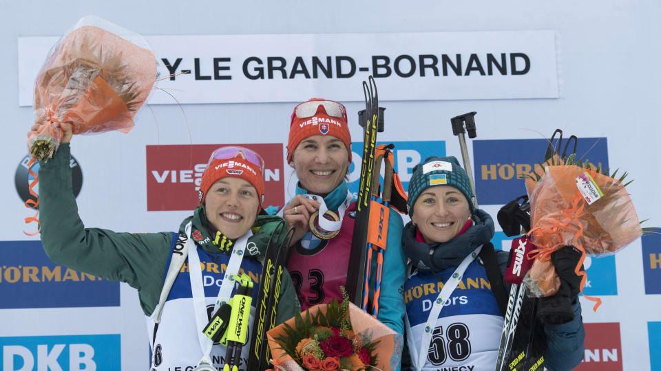 Вита Семеренко (справа) стала третьей в спринте в Анси / biathlonworld.com