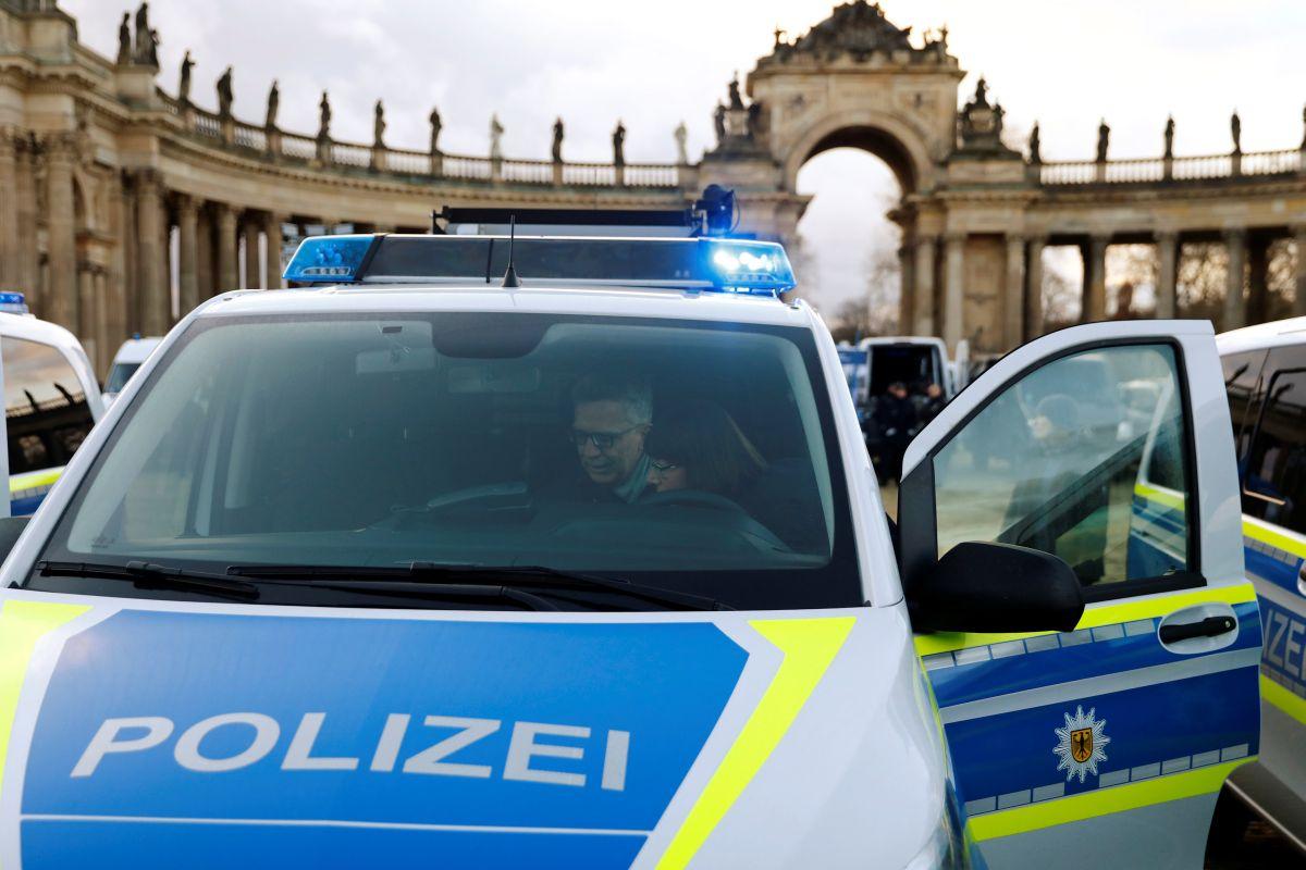 Прибывшие полицейские обнаружили очень сердитого мальчика / REUTERS