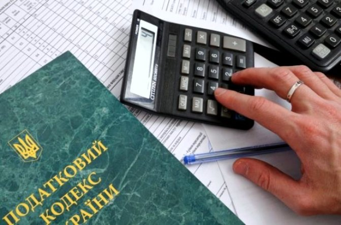 """Налогами хотят закрыть """"дыры"""" в бюджете / фото korupciya.com"""