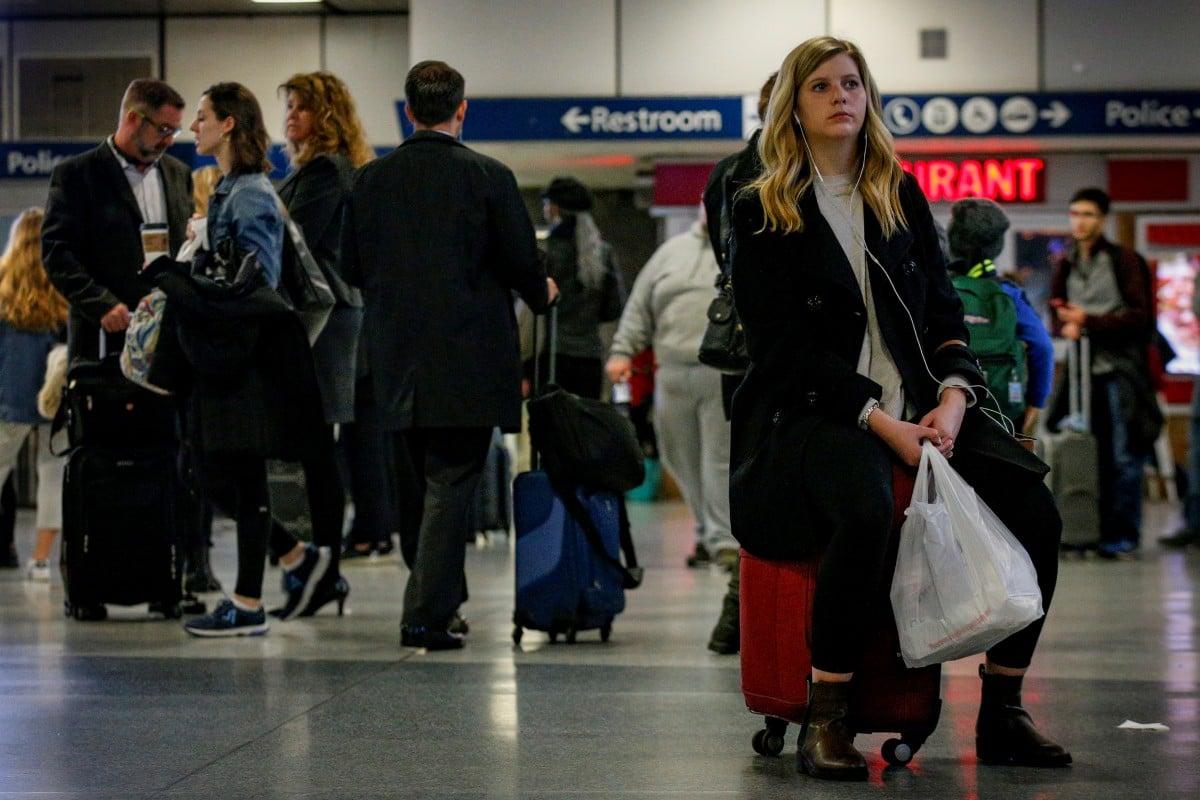 Чем меньше багажа и чем он практичнее, тем комфортнее и экономнее будет поездка / Иллюстрация REUTERS