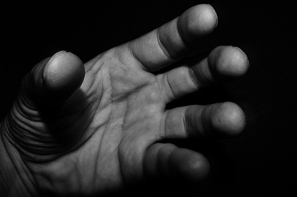 Молодой человек изнасиловал девушку в Запорожье / фото pixabay.com