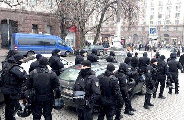 За порядком у центрі Києва стежить тисяча правоохоронців / фото facebook/UA.KyivPolice