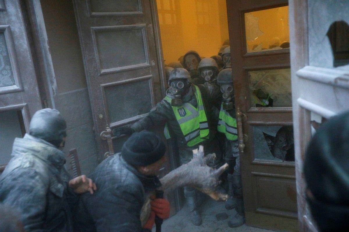 Штурм Октябрьского дворца 17 декабря / REUTERS