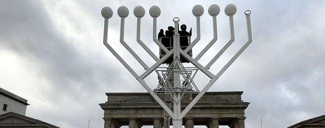 Ханукія в центрі Берліна / chabad.org