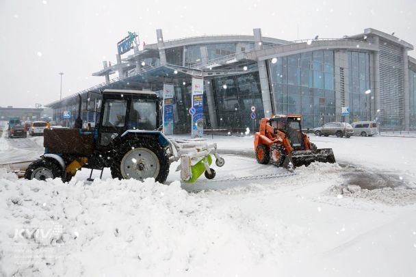 Аеропорт «Київ» переносить рейси в«Бориспіль» через сніг