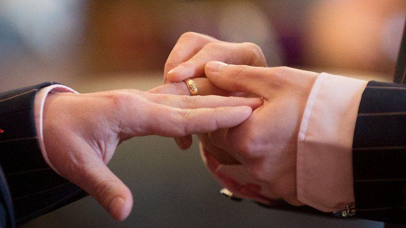 Лучшие друзья решили пожениться, чтобы не платить налоги / фото rte.ie